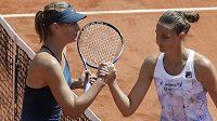 V turnaji šestá nasazená Karolína Plíšková prohrála v Paříži s ruskou hvězdou Marií Šarapovovou velmi rychle - 2:6, 1:6.