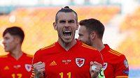 Kapitán Walesu Gareth Bale se raduje po jednom ze svých gólů proti Bělorusku.