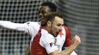 Zleva Ibrahim Traoré a Vladimír Coufal ze Slavie se radují z gólu proti Liberci