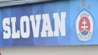 Slovan Bratislava řeší velké problémy... V první řadě první zprava trenér Ján Kozák mladší.