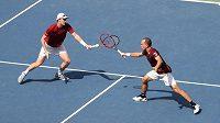 Brit Jamie Murray (vlevo) a Brazilec Bruno Soares ve finále čtyřhry na US Open porazili španělskou dvojici Pablo Carreňo a Guillermo García-López.