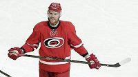 Kanadský hokejový útočník Bryan Bickell z Caroliny, kterému bylo v listopadu zjištěno onemocnění roztroušenou sklerózou, po této sezóně ukončí kariéru v NHL.