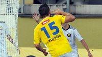 Stanislav Klobása slaví jeden ze svých gólů.