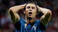 Cristiano Ronaldo v dresu Juventusu Turín lituje zahozené šance během prvního kola nového ročníku Ligy mistrů proti Atlétiku Madrid.