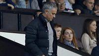 Kouč Manchesteru United José Mourinho sledoval druhý poločas zápasu s Burnley z tribuny.