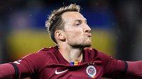 Libor Kozák ze Sparty Praha oslavuje gól během utkání s Karvinou.