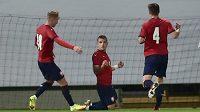 Čeští mladíci se radují z gólu, který dal Václav Sejk (druhý zprava).