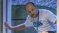 Trenér Slovanu Liberec Pavel Hoftych přišel v Liberci speciální zónou kvůli koronaviru na tiskovou konferenci před utkáním 4. předkola fotbalové Evropské ligy s APOEL Nikósie.