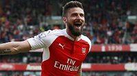 Útočník Arsenalu Olivier Giroud zaznamenal v závěrečném kole Premier League proti Villans hattrick.