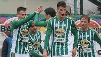 Daniel Krch z Bohemians (druhý zleva) se raduje z gólu.