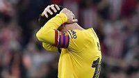 Zklamaný Lionel Messi po vyřazení Barcelony v poháru.