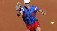 Tomáš berdych během sobotní čtyřhry v semifinále Davis Cupu s Francií.