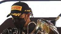Lewis Hamilton zabavil konkurentům další trofej...