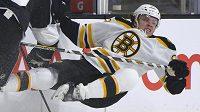 Útočník Bostonu David Pastrňák už poznal tvrdost zámořské NHL.