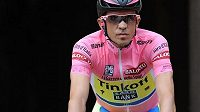 Španělský cyklista Alberto Contador dál vládne Giru d'Italia.
