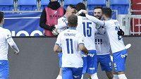 Fotbalisté Baníku Ostrava se radují z branky