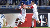 Slávista Ibrahim-Benjamin Traoré (27) se raduje z gólu s Janem Bořilem.