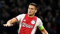 Kapitán Ajaxu Amsterdam Dušan Tadič během úvodního kola nového ročníku Ligy mistrů proti Lille