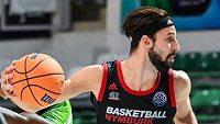 Vojtěch Hruban z Nymburka v utkání 1. kola skupiny B basketbalové Ligy mistrů.