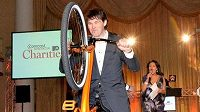 Jaromír Jágr se na molu, stejně jako další hráči, objevil na kole