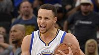 Golden State Warriors guard Stephen Curry celebrates the win after an NBA basketball game against the San Antonio Spurs, Sunday, April 10, 2016, in San Antonio. Golden State won 92-86. (AP Photo/Darren Abate)