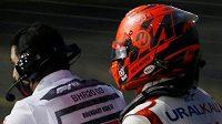 Nikita Mazepin opouští scénu na motorce...