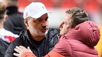 Trenér Slavie Praha Jindřich Trpišovský a trenér Sparty Praha Pavel Vrba po derby.