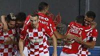 Radost fotbalistů Beer Ševy z góly proti Plzni v play off Evropské ligy.