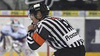 Rozhodčí Jan Hribik si v probíhající sezoně zápasy Litvínova už nezapíská.