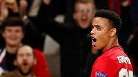 Mason Greenwood z Manchesteru United slaví svůj gól v zápasu Evropské ligy proti Astaně.