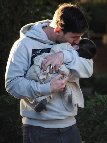 Z Messiho se stal hrdý tatínek.