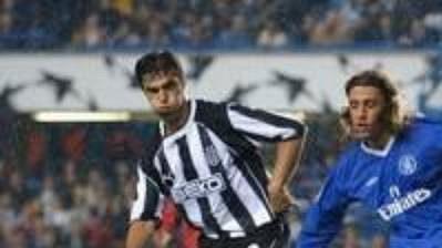 Útočník Hernán Crespo (uprostřed) by měl na podzim znovu obléknout dres anglické Chelsea.