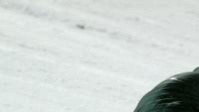 Sedmnáctiletý rakouský skokan Thomas Morgenstern po hrozivém pádu ve finském Kuusamu zůstal ležet v bezvědomí.