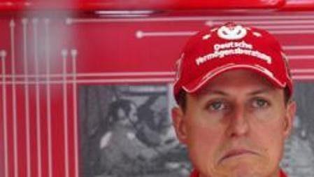 Michael Schumacher se po kolizi s Webberem netvářil zrovna vesele.