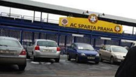 Mauro Lustrinelli před stadionem Sparty.