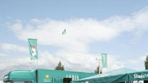 Servisní stan Škoda Motorsport při Turecké rallye.