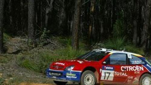 Colin McRae s citroënem na trati druhé etapy Australské rallye.