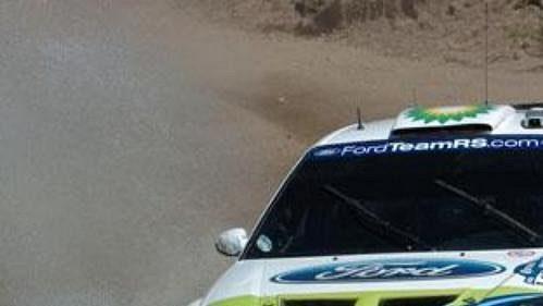 Roman Kresta s fordem na trati Mexické rallye.
