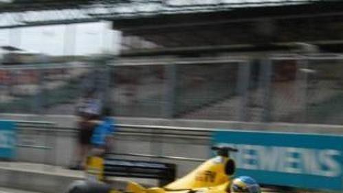 Brit Ralf Firman ze stáje Jordan při tréninku na trati okruhu Hungaroring před Velkou cenu Maďarska.