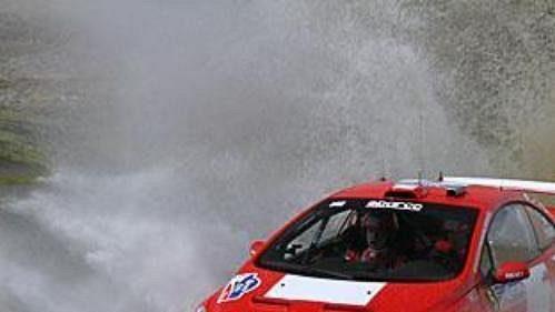 Fin Marcus Grönholm s peugeotem na trati čtvrtečního shakedownu Mexické rallye.