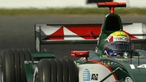 Mark Weber na jaguaru na okruhu při kvalifikaci na Velkou cenu Austrálie.