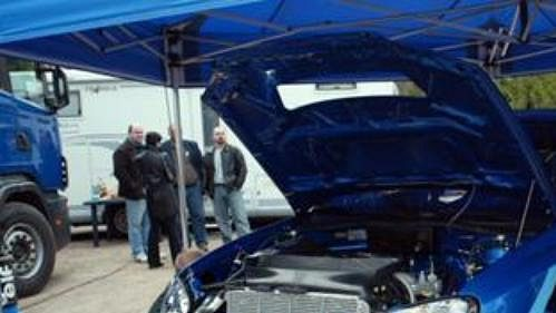 Příprava Subaru pro Romana Krestu při testech v Bělé pod Bězdězem.