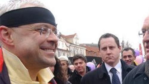 Premiér Vladimír Špidla (vlevo) se v cíli sobotního půlmaratónu Hervis 1/2Maraton Praha setkal s prezidentem Václavem Klausem.