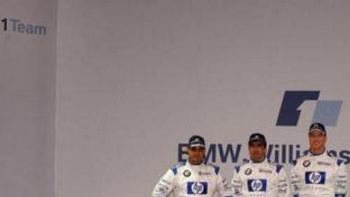 Piloti Juan Pablo Montoya a Ralf Schumacher (vpravo). Uprostřed testovací pilot Marc Gene při odhalení nového monopostu týmu BMW WilliamsF1.