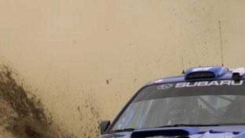 Mikko Hirvonen se subaru na trati první etapy Rallye Akropolis.