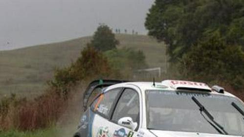Markko Märtin s fordem na trati shakedownu Rallye Nový Zéland.