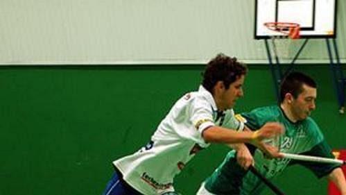 Florbalisté Pardubic (v zeleném) porazili v utkání 12. kola Fortuna extraligy Mladou Boleslav 4:3 v prodloužení.