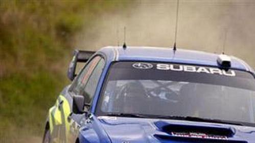 Petter Solberg se subaru při shakedownu Rallye Nový Zéland.