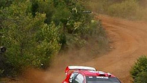 Brit Burns s Peugeotem 206 na trati Australské rallye.