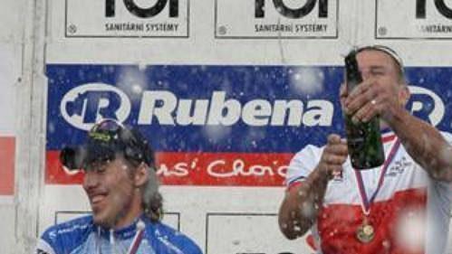 Stupně vítězů kategorie Elite při mistrovství republiky v cross country horských kol v Kutné hoře. Zleva Milan Spěšný, Pavel Boudný a Tomáš Vokrouhlík.